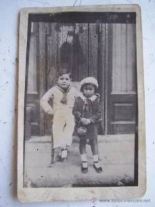 Vintage photograph of girl and boy (Seville)